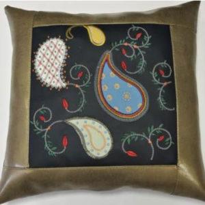 Подушка из экокожи с контрастной строчкой «Огурцы»